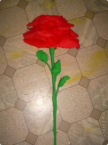 Роза из гофрбумаги фото 1