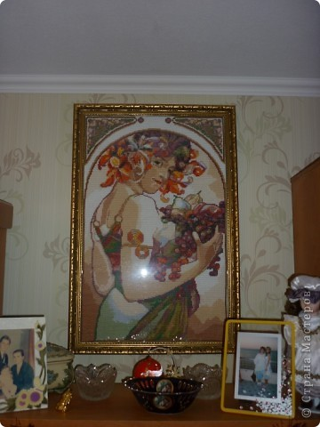 Совсем недавно я побывала в гостях у своей лучшей подруги Насти. Она уже давно и весьма активно увлекается вышивкой крестом. Ее дом - галерея ее работ! Куда не взглянешь - кругом вышитые ею картины. Она отшивает как наборы, так и вышивает по схемам. Я решила поделиться и с вами результатами ее многочасовых трудов и любимого увлечения!   Желаю приятного просмотра! :)  На фото: моя подруга-рукодельница Настя со своей вышивкой ) фото 3