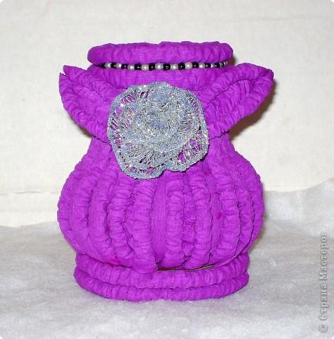 поэксперементировала с гофротрубочками и получилась вот такая вазочка фото 1