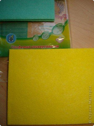 Что можно сделать из салфеток для уборки и прищепок? У нас  получилось вот такое украшение для штор. фото 2