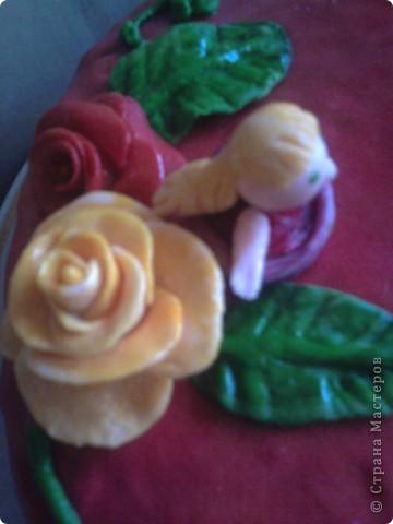 Вот такое украшение обычного медовика к Дню рожденья племяшкию Покрыт пирог мастикой из маршмелоу. Цветы, листочки и цветочница - из нее же. фото 3