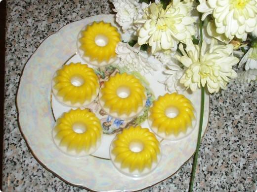 Мои первые пирожные из мыла Дуру.Мед липовый ,масло оливковое ,эфирное масло Иланг-иланга.Здесь много-много талантливых мастеров.СПАСИБО за красоту!!! фото 2