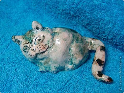 Знакомьтесь. Чеширский кот. Автор - Оля, 9 лет (дочь моя старшая) кот керамический, глазурованный :)  фото 1
