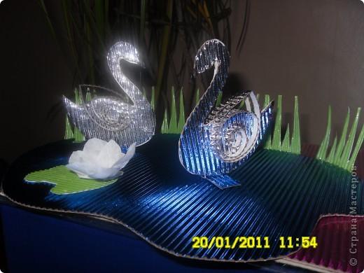 Лебеди на пруду. Гофракартон. фото 1