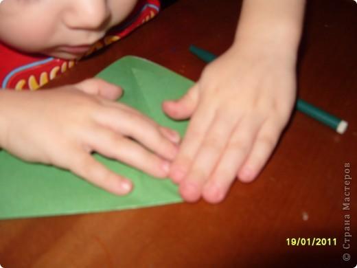 Лягушка из бумаги. Вырезали квадрат. Ребёнок (2г. 11 мес) сам сложил треугольник. фото 2