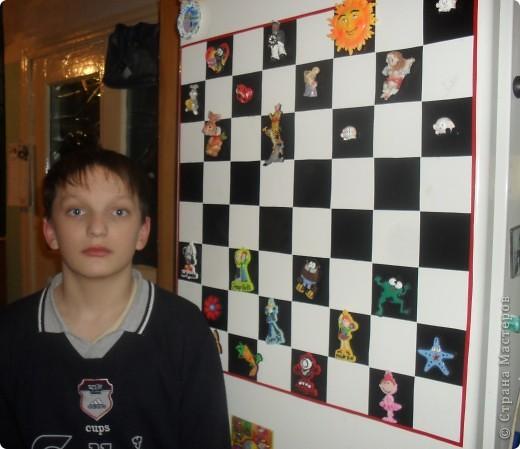 Вот так мы преобразили свой холодильник, сделав на нём магнитную шахматную доску фото 1