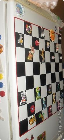 Вот так мы преобразили свой холодильник, сделав на нём магнитную шахматную доску фото 3
