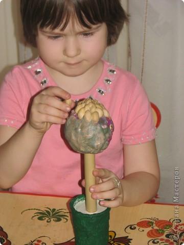 """Давно сохранила себе в копилочку МК Татьяны Просняковой (http://stranamasterov.ru/techno/pistachio_tree?tid=451%2C659) и скорлупу собрали, но никак не решалась предложить дочке сделать такое """"дерево""""... и тут Маша спросила: """"а это зачем лежит??"""" фото 4"""
