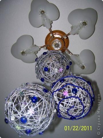 Мне очень понравилось делать шары из шпагата и, конечно, к Новому году я украсила квартиру вот такими шарами. фото 4