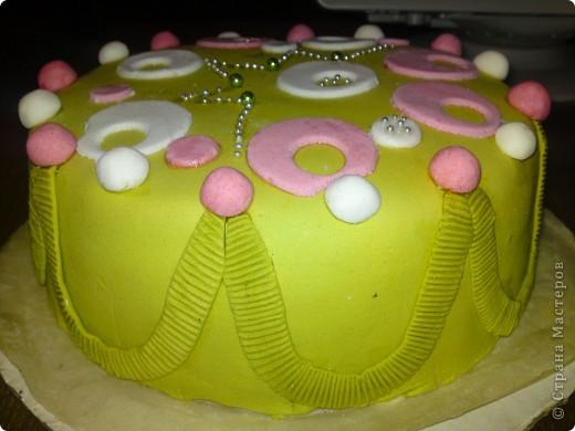 """На день рождения мамы решила испечь торт """"Пражский"""" и украсить мастикой. Это мой первый опыт работы с мастикой, уверена, что не последний, потому что, теперь, ее в холодильнике валом:)))) фото 2"""