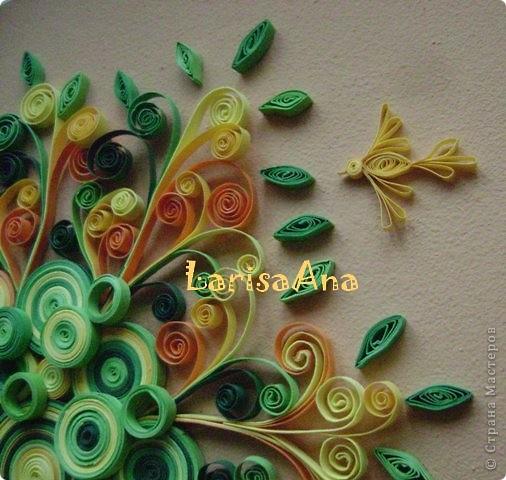 Декоративный сюжет дерева родился давно, ещё делая маленькие деревья-ЗИМА-ЛЕТО! Обещала ещё и осень-весна, но времени не хватает- вот хочу показать дерево-РАДОСТЬ! Люблю соединять элементы квиллинга с декоративной композицией! Размер 24х29см фото 2