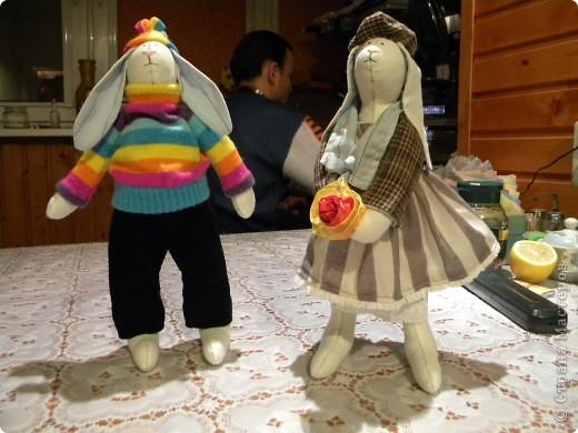Мне очень нравятся игрушки в исполнении Татьяны Коннэ. Я уже почти полгода регулярно хожу на ее сайт, смотрю на чудесных заек-коровок-овечек-мышек и т.д. В конце концов вдохновилась решила тоже сотворить что-то подобное. Вот, что у меня вышло фото 5