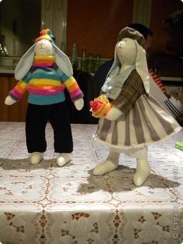Мне очень нравятся игрушки в исполнении Татьяны Коннэ. Я уже почти полгода регулярно хожу на ее сайт, смотрю на чудесных заек-коровок-овечек-мышек и т.д. В конце концов вдохновилась решила тоже сотворить что-то подобное. Вот, что у меня вышло фото 6