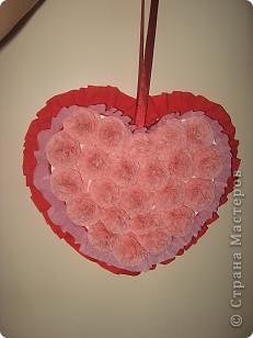 Валентинка двухстороняя, из любимых салфеточных цветочков, на каждую сторону ушло 23 штучки. Оборочки из креповой бумаги. фото 1