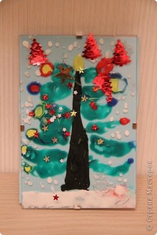 Эти рисунки и поделки сделала дочка в ноябре и в декабре на занятиях. Это наш витражик новогодний. фото 1