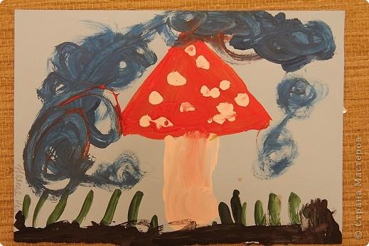 Эти рисунки и поделки сделала дочка в ноябре и в декабре на занятиях. Это наш витражик новогодний. фото 6