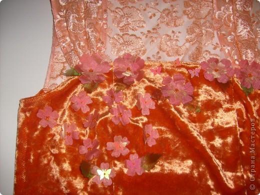 Платье на Новый год! Правя сторона платья,с боку верху, где пришиты цветочки мелким бисером. фото 3