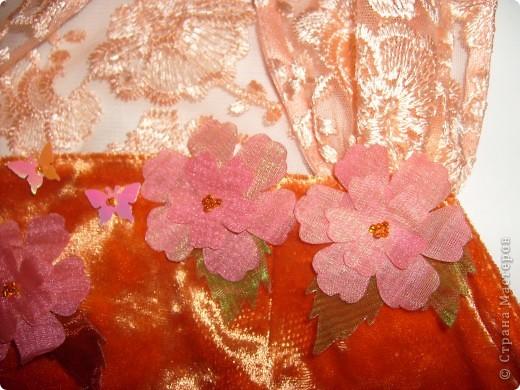 Платье на Новый год! Правя сторона платья,с боку верху, где пришиты цветочки мелким бисером. фото 4