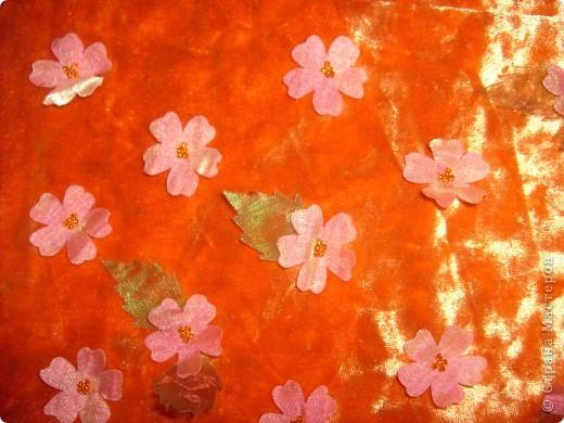 Платье на Новый год! Правя сторона платья,с боку верху, где пришиты цветочки мелким бисером. фото 5