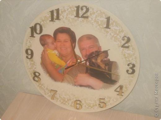 Часы. Основа- виниловая пластинка.  Фото не четкое.