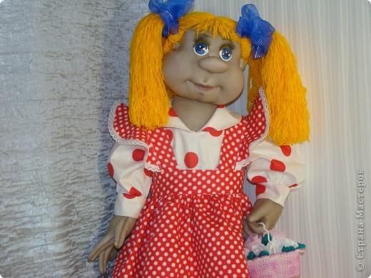 Я мама двоих сыночков,всегда хотела лапочку дочку, пришлось,как деду с бабкой снегурочку лепить, а мне сшить. Высота куклы получилась 55 см. А назвали мы ее Анютой. фото 2