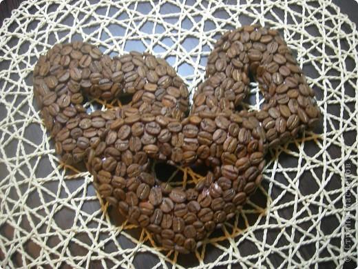 Изначально хотела сделать кофейные деревья на подарки к Дню Святого Валентина. Потом захотелось просто сердечки, без покраски и покрытия лаком- уж очень классный аромат!!! А теперь ломаю голову, как сделать сердца поярче, праздничней. Может у кого-то есть идеи? фото 2