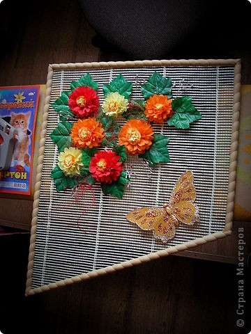 Вот такое панно в подарок куме у меня получилось.... Только оно еще не совсем закончено.... Похожую композицию нужно сделать и с обратной стороны. чтоб с улицы тоже было красиво...... фото 2