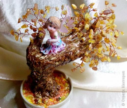 Янтарное дерево счастья с ангелом хранителем (его размер с подрастковую руку- дочь позировала) фото 2