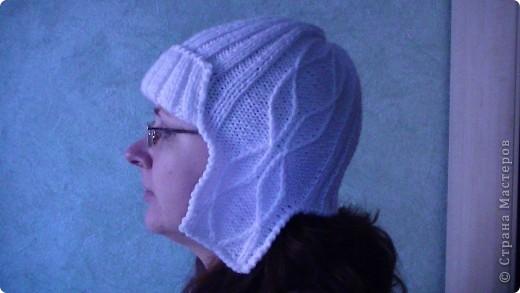 Со спицами я не очень дружу,но очень хотелось связать шапочку под куртку спортивную,вот что получилось. фото 2
