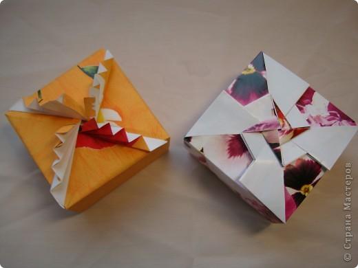 Давно присмотрела коробочки. http://kusudamas.virtbox.ru/another.html  Попробовала сложить.Складывала из бумаги для упаковки подарков.Брала квадраты 15х15см,коробочка получилась 8смх8см. фото 1