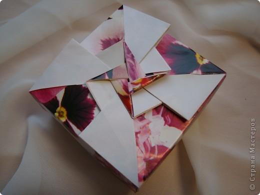 Давно присмотрела коробочки. http://kusudamas.virtbox.ru/another.html  Попробовала сложить.Складывала из бумаги для упаковки подарков.Брала квадраты 15х15см,коробочка получилась 8смх8см. фото 4