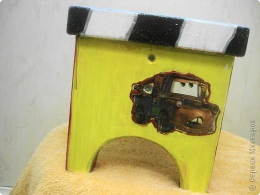 Был обычный деревянный стульчик ,а бабушка сделала из него необычный можно сказать волшебный стульчик. фото 7
