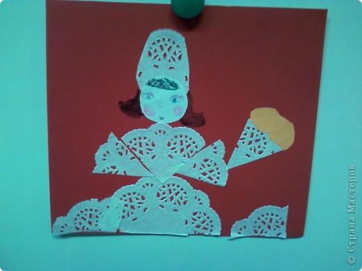 Использовали небольшие кружевные салфетки и у каждого своя фантазия.  Королева первая-в бальном наряде. фото 2