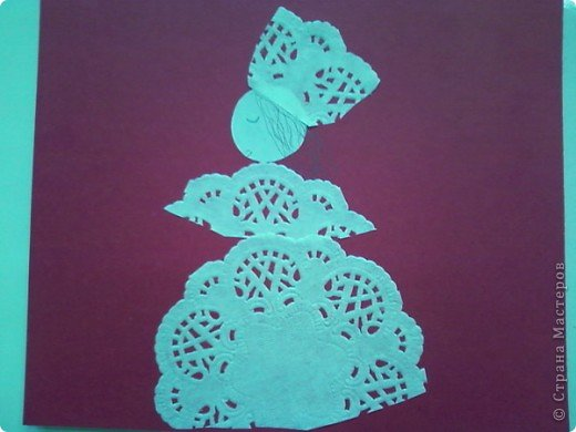 Использовали небольшие кружевные салфетки и у каждого своя фантазия.  Королева первая-в бальном наряде. фото 1