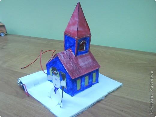 Этот домик сделал Коротков Миша.  При соединении проводов, загорается свет. фото 2