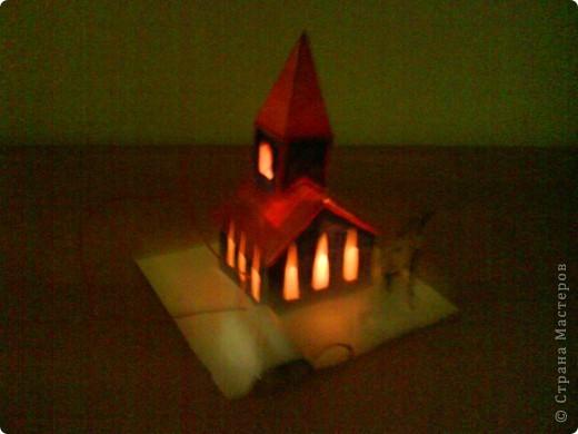 Этот домик сделал Коротков Миша.  При соединении проводов, загорается свет. фото 1