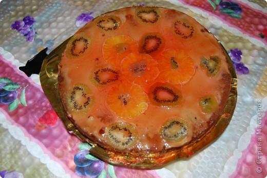 салат-арбузная долька спасибо за рецепт наталии поварициной.правда я немного егоизменила.укладываем слоями куриная грудка.майонез.лук репчатый сладкий.майонез.яйца.майонез.украшаем с торца огурец по краю сыр в серединке помидорчики косточки-маслинки. фото 3