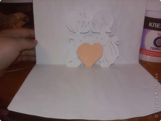 когда то во времена студеньчества мы в ожщежитии делали вот такие открыточки на Валентинов день. Вот схемка. И так распечатайте  картинку ,далее . Приглядываемся: на контуры мальчика, девочки и сердечка, и стараемся различить три типа линий:  - сплошная  - большая пунктирная  - пунктирная с маленькими точечками   фото 3