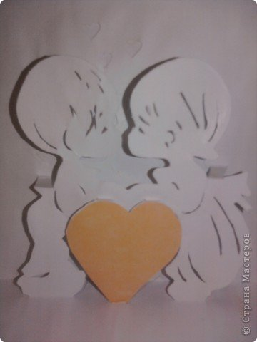 когда то во времена студеньчества мы в ожщежитии делали вот такие открыточки на Валентинов день. Вот схемка. И так распечатайте  картинку ,далее . Приглядываемся: на контуры мальчика, девочки и сердечка, и стараемся различить три типа линий:  - сплошная  - большая пунктирная  - пунктирная с маленькими точечками   фото 4