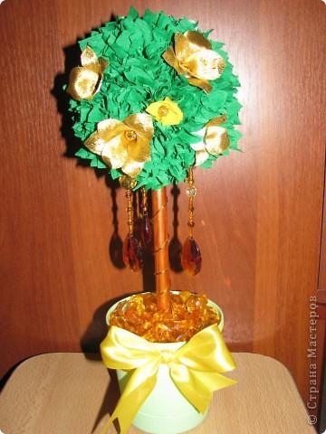 Дерево с золотыми цветами фото 1