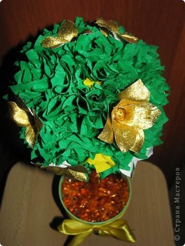 Дерево с золотыми цветами фото 2