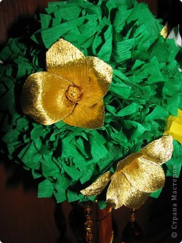 Дерево с золотыми цветами фото 3