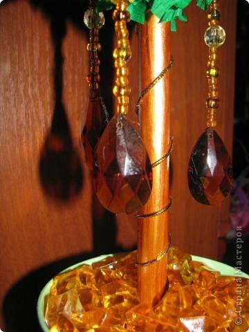 Дерево с золотыми цветами фото 4