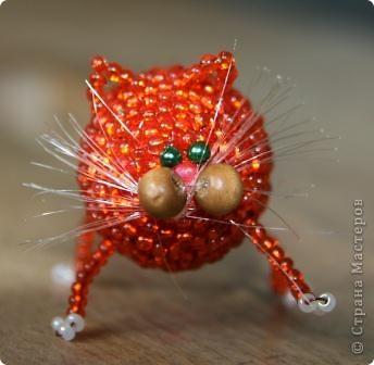 Наш рыжий котошарик. Он такой миленький и так быстро плетется, что в скором времени ожидает подружку :)