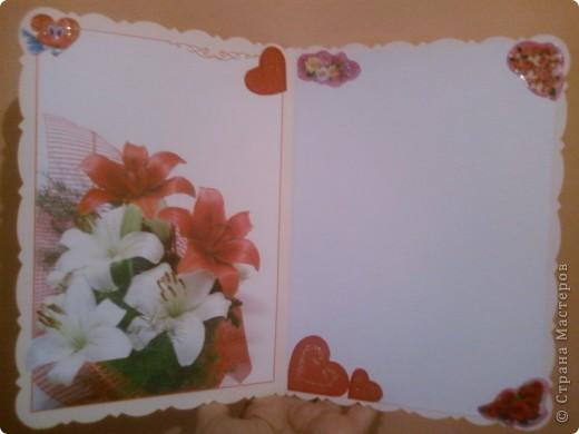 """Моя тетя решила выкинуть старые открытки. Я решила их забрать, так как они были с красивыми рисунками. Вот я и решила из старой открытки сделать валентинку. Так открытка была """"С Днем Рождения!"""", пришлось наклеить на эту надпись картон (красный треугольник внизу). На картоне гелевой фиолетовой ручкой металлик написала """"С Днем Св. Валентина!"""" (хотя можно и другое что-нибудь придумать). Буквы украсила декоративным клеем с блестками. Наклеила сердечки по периметру открытки - для соответствия празднику. Сердечки-наклейки покупала (стоят очень дешево).  фото 2"""