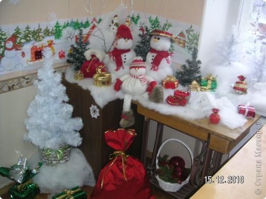 Группа снеговиков с подарками. фото 2