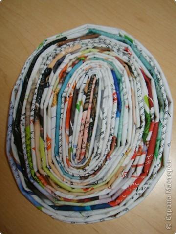Однажды на одном сайте увидела,как можно изготовить кулон из газетных трубочек http://www.liveinternet.ru/users/katra_i/post132801145/  Решила по такой технике сделать панно. фото 2