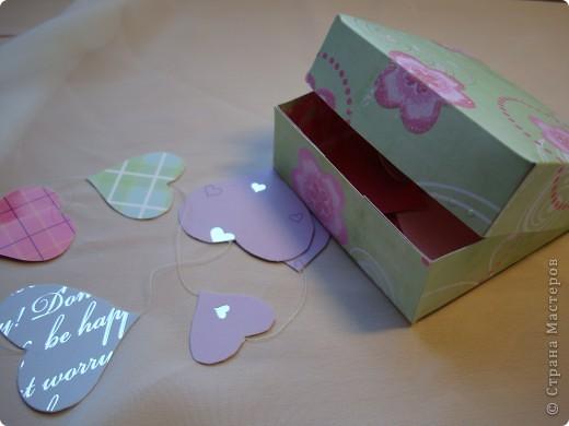 Существуют такие коробочки, которые открываешь и из них вылетают бабочки.А у меня сердечки, конечно не вылетают, но все же... фото 1