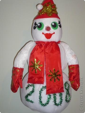 """Этого снеговика я """"слепила"""" на  городской конкурс елочных игрушек в 2008 году. Игрушка должна быть больше метра, у меня получилась 1,5. фото 2"""