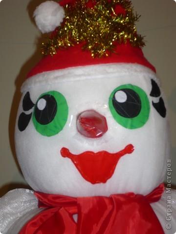 """Этого снеговика я """"слепила"""" на  городской конкурс елочных игрушек в 2008 году. Игрушка должна быть больше метра, у меня получилась 1,5. фото 1"""